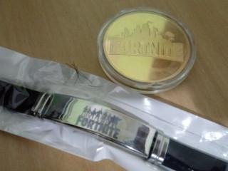Kit fortnite (Moeda grande dourada + pulseira)