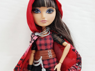 Boneca Ever After High Cerise Hood