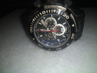 Vendo um lindo relógio invicta Bolt seme novo