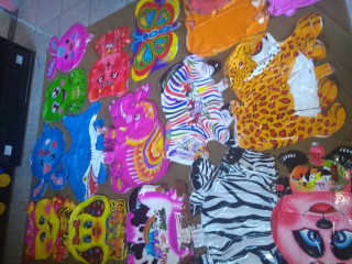Vendo lote de 200 balões personagem bichinhos