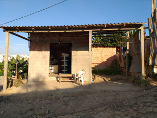 Vendo Casa com Ponto Comercial e Terreno de 13m X 17mm