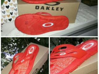 Chinelos Oakley lançamento