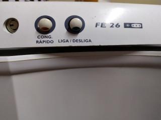 Freezer vertical Electrolux FE 26 Branco 220v