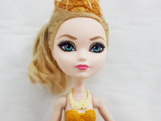 Boneca Apple White Ever After High