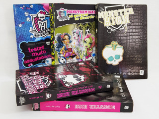 Lote com 5 livros Monster High