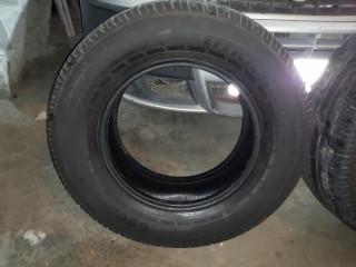 Vendo 2 pneus Goodyear 265/65/17 300 reais aceito cartão