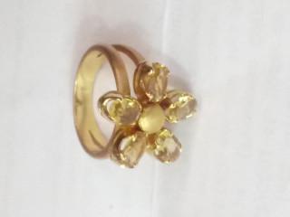Anel em ouro amarelo com pedras carla Amorim