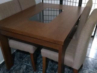 Mesa  madeira impuia, decolar , como nova , com 4 cadeiras