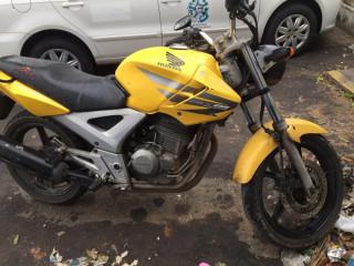 Vendo moto twister amarela ano 2009 esportiva