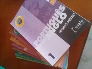 Livros escolares e apostilas ENEM