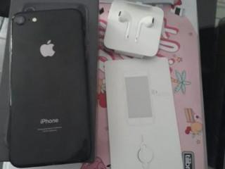 Iphone 8 64gb com garantia apple de 8 meses ainda. completão