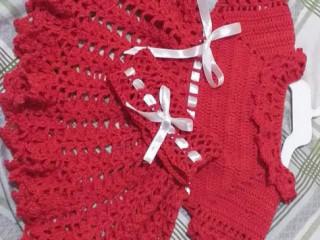 Toalha bordada e vestido de crochê