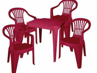 Conjunto de Mesas e Cadeiras de Plástico!
