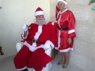 Papai Noel para frente de loja, locutor, palhaço locutor