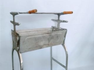 Churrasqueira desmontável em alumínio batido