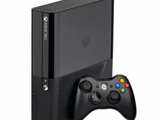Xbox 360 Super Slim 4GB Na Caixa