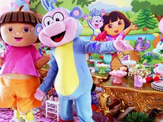 Dora Aventureira e Botas Cosplay cover personagens vivos
