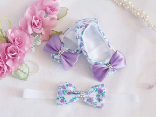 Conjunto sapatinho com tiara decorados