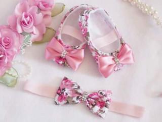 Conjunto sapatinho e tiara decorados