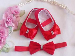 Conjunto sapatinho para bebê e tiara decorados